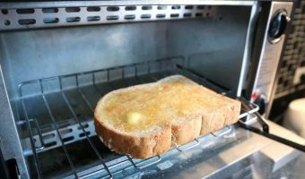 How to toast bread in a toaster oven